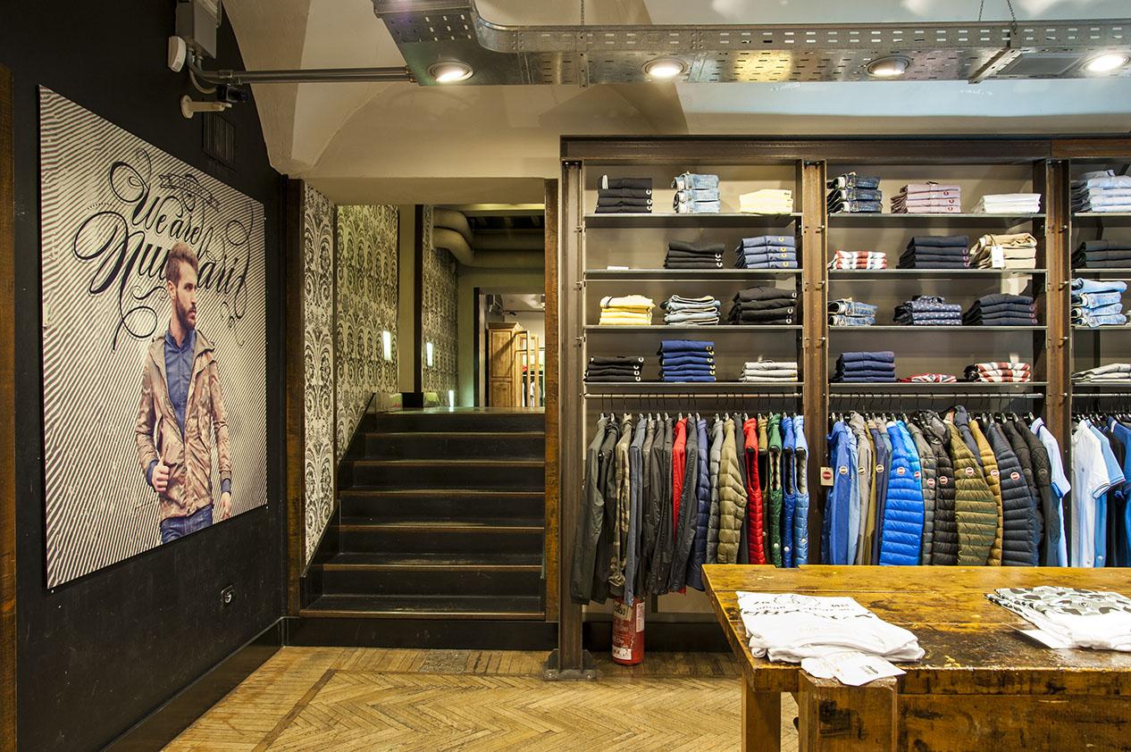Nuvolari via del corso my business virtual tour for Corso roma abbigliamento